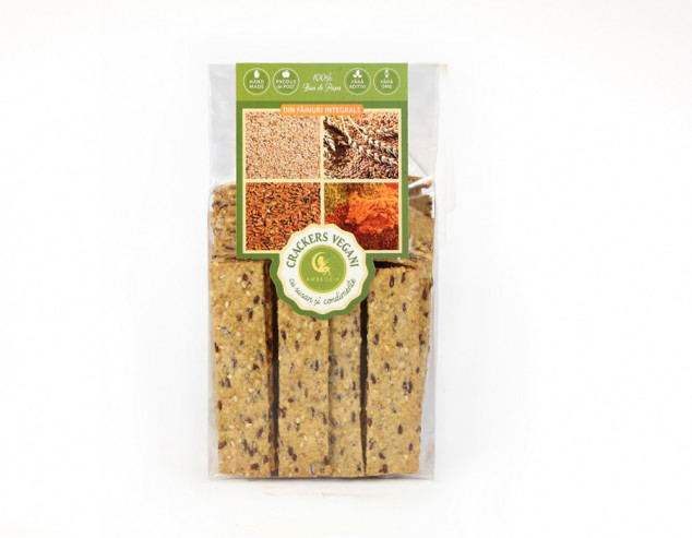 Vegan crackers with sesame and spices