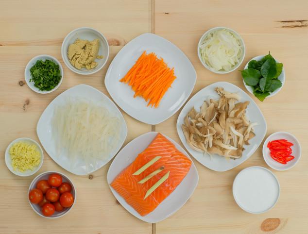 UCOOK : Somon Thai cu noodles