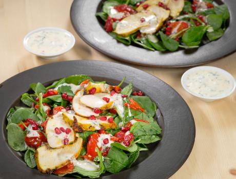 UCOOK: Salată spanac cu pui curry