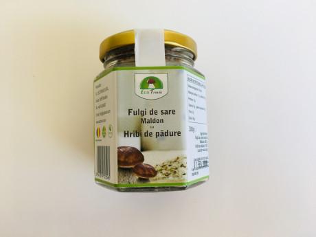 Fulgi de sare Maldon cu hribi de pădure