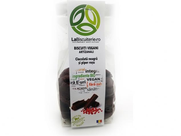 Biscuiti vegani fara zahar cu ciocolata neagra si piper rosu LaBiscuterie