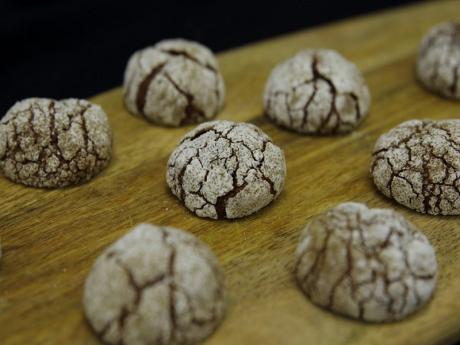 Biscuiti crinkles cu ciocolata si menta