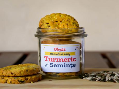 Biscuiți de Ovăz cu Turmeric și Semințe