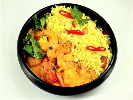 Red curry de creveți cu orez, caju și caise confiate